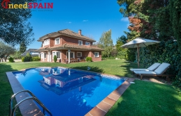 Big family house for sale on the outskirts of Barcelona